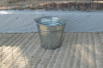 4 litre metal bucket
