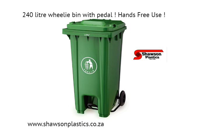 wheelie bin with pedal