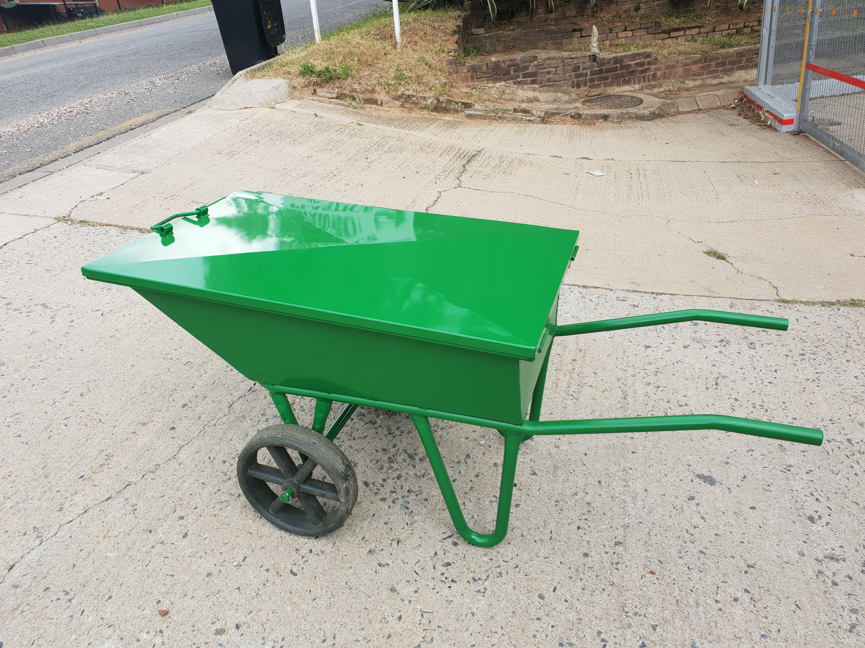 metal equine barrow without lid